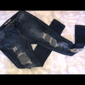 Women's Distressed/Ripped Jeans.
